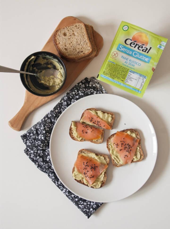Bruschetta Céréal Senza Glutine con Avocado e Salmone