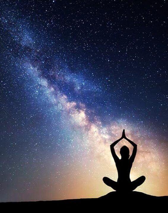 Yoga sotto le stelle: la soluzione ideale per riallineare corpo e mente