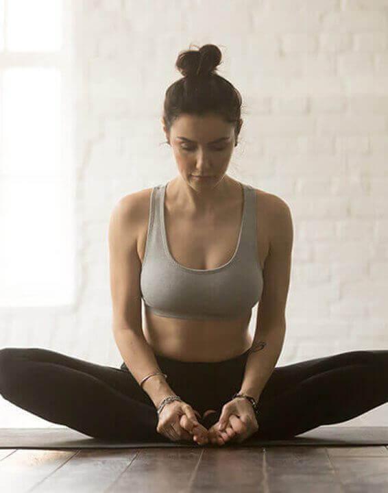 Yoga: Vola lontano dallo stress con la posizione della farfalla